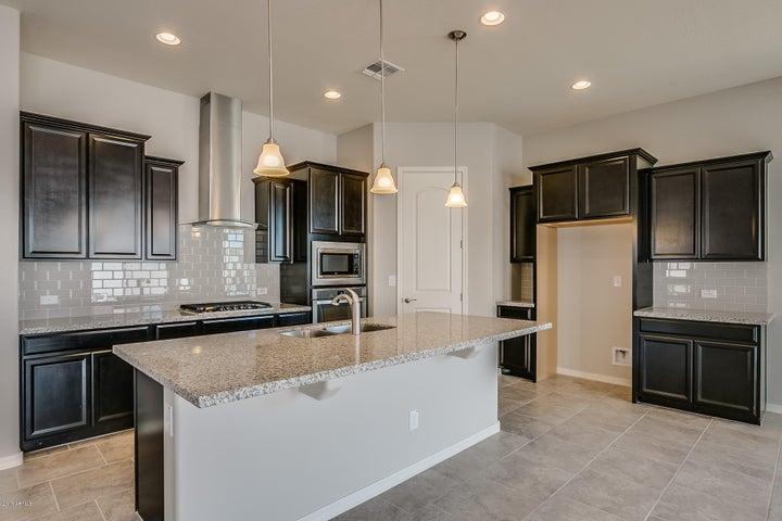 19028 W OREGON Avenue, Litchfield Park, AZ 85340