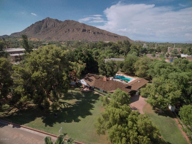 Large, lush, deep lot with views of Camelback Mountain