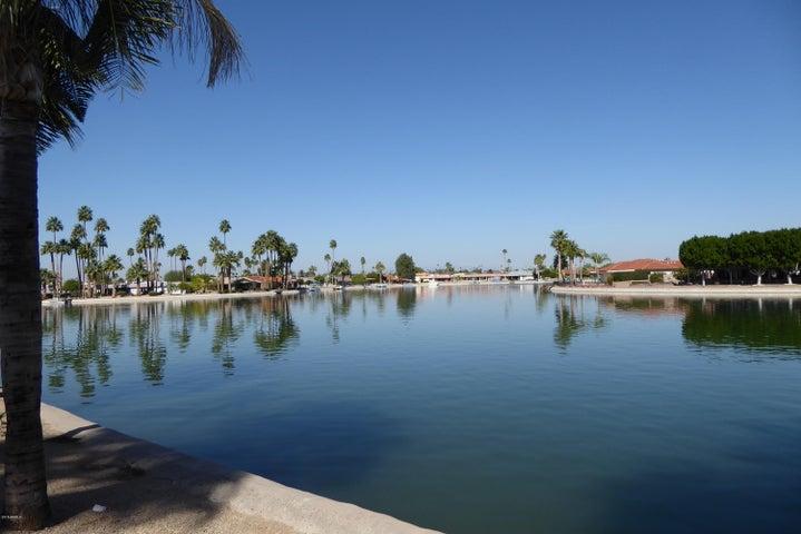 10330 W THUNDERBIRD Boulevard, B111, Sun City, AZ 85351