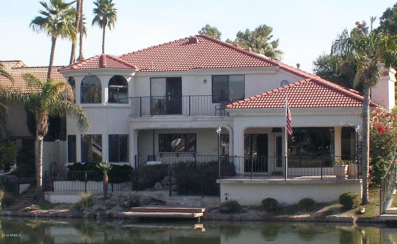 Lakes' Waterfront Mansion