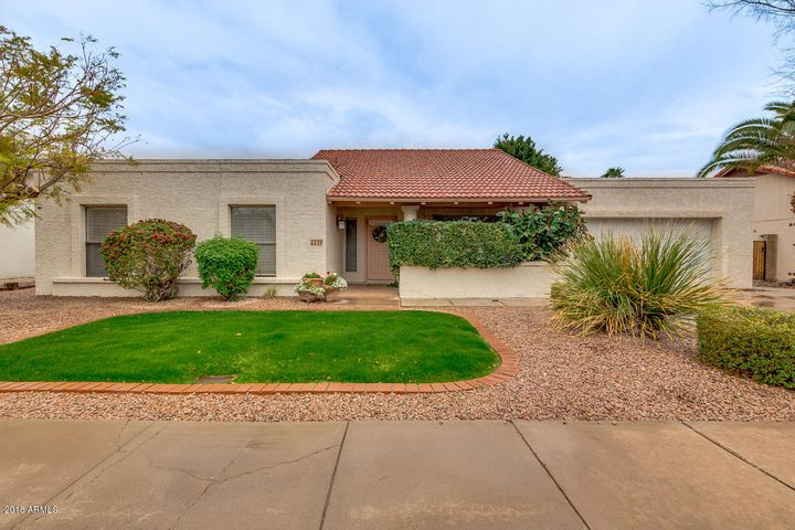 2239 W NOPAL Circle, Mesa, AZ 85202