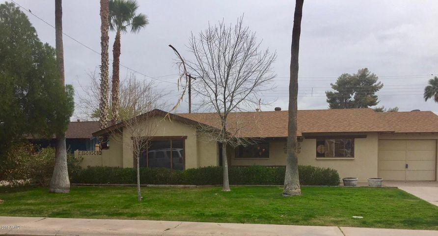 Welcome to this charming single level home in South Scottsdale.