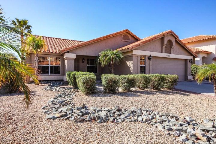 1529 E WINDSONG Drive, Phoenix, AZ 85048