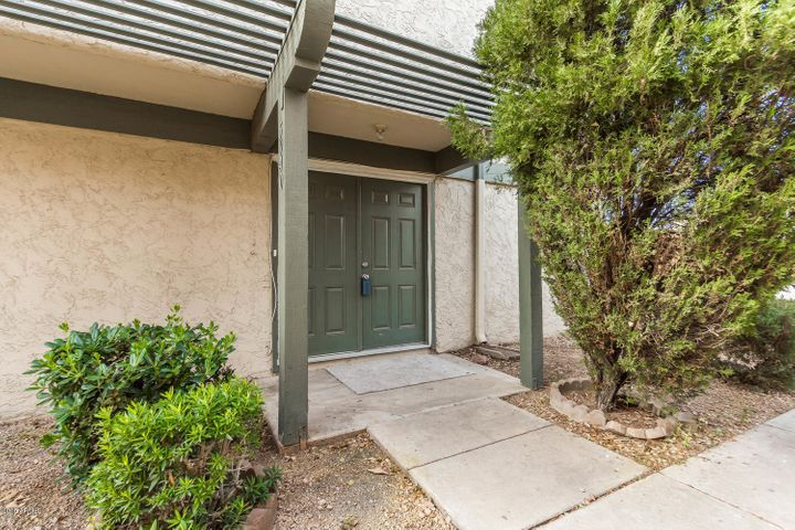 5940 W GOLDEN Lane, Glendale, AZ 85302