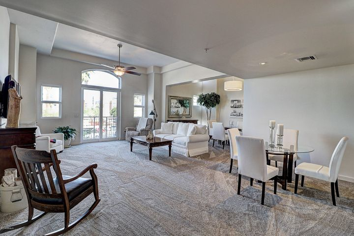 Large open living room, bright natural light and open onto the patio.