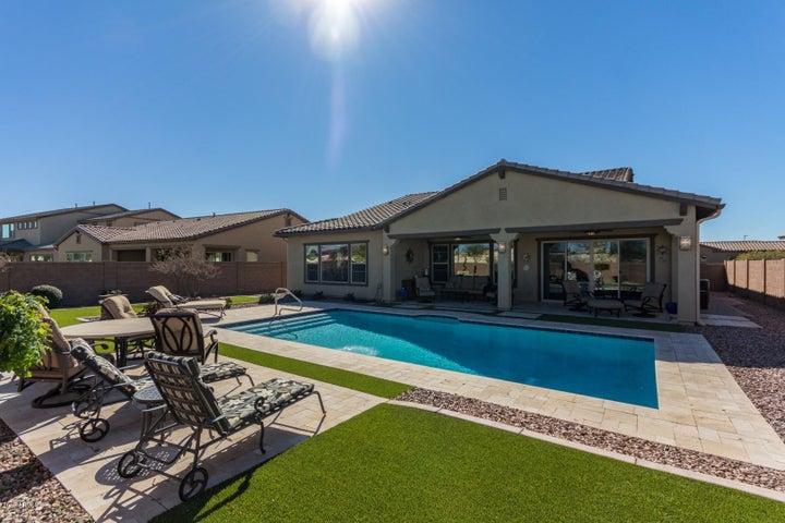 5667 S FAWN Avenue, Gilbert, AZ 85298