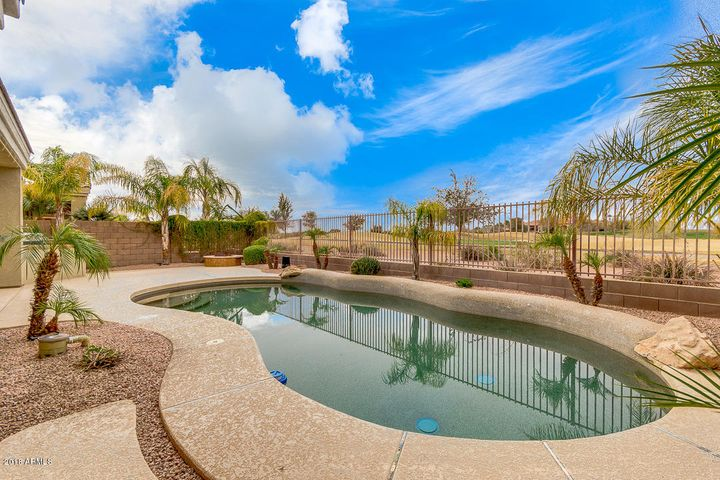 6804 S ST ANDREWS Way, Gilbert, AZ 85298