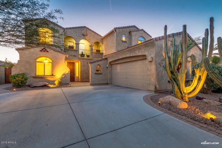 Lovely Tuscan style home with front balcony!