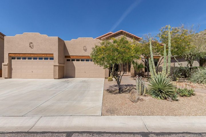 Designed to compliment the environment, this lovely home has true Arizona style, and a 4 car garage.