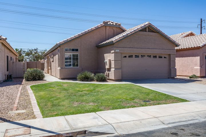 Beautiful 3 bedroom 2 bath w/ Pebble Tec