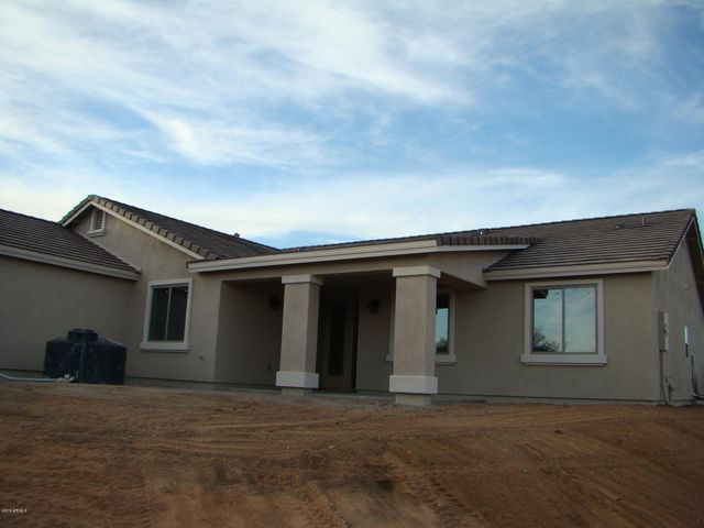 Front of home. 1.18 acres! 5/3 bed and bath. Horse allowed