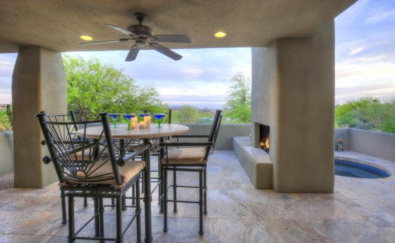 Hillside home with beautiful mountain views!