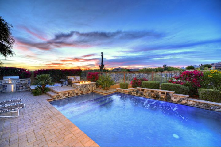 ENJOY THIS BACKYARD IN THE AZ. EVENINGS WITH FIRE PIT AND SPA/BUILT IN GAS BBQ