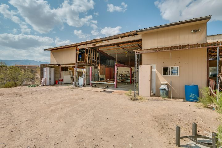 33990 S OLD MUD SPRINGS Road, Black Canyon City, AZ 85324