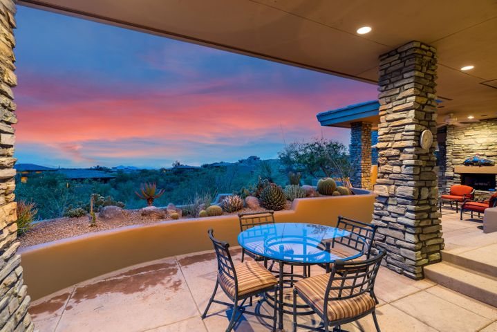 1500 Sq. Ft. of Patio with Fireplace & VIEWS