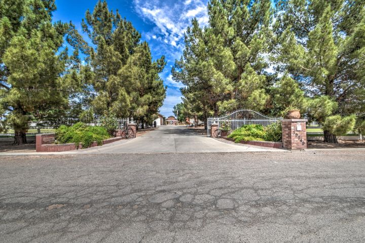 39749 N CREEKSIDE Road, San Tan Valley, AZ 85140