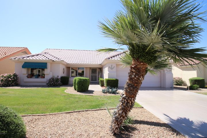 Come enjoy the Sun City West Lifestyle in your new home! 2 Bedroom - 2 Bathroom 1788 sq ft home