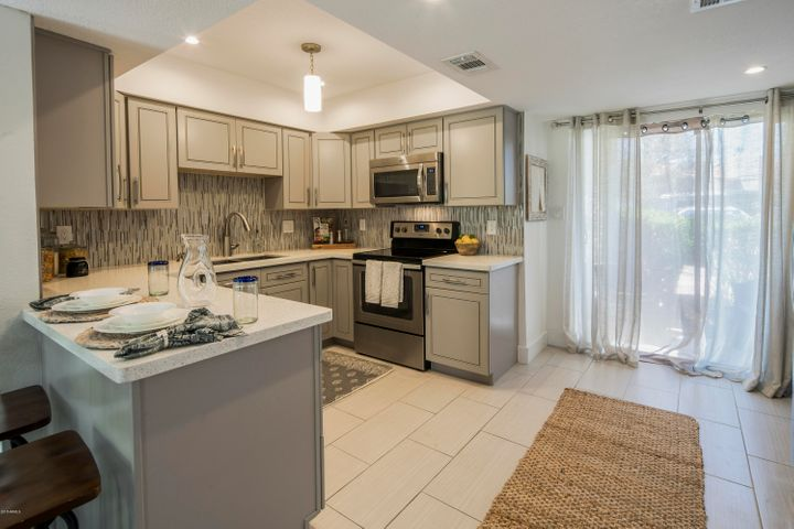 Fully updated kitchen with new washer & dryer & open to side patio