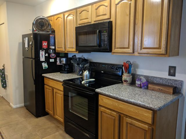 Granite counter tops, black appliances, real solid wood cabinets!