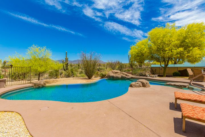 8512 E MONTELLO Road, Scottsdale, AZ 85266