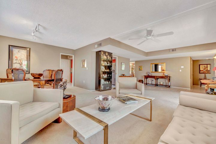 10714 W BUCCANEER Way, Sun City, AZ 85351
