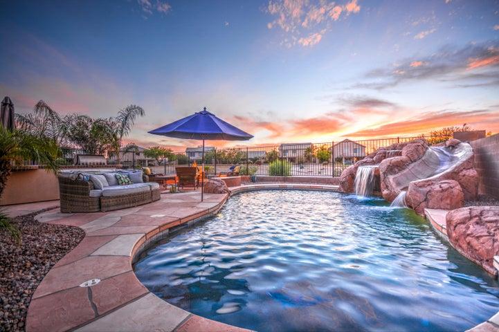 106 W SUN RAY Drive, San Tan Valley, AZ 85143