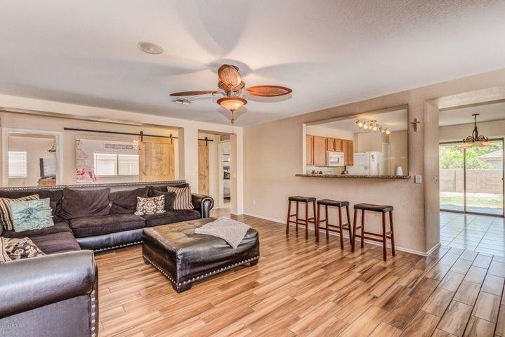 9013 S 11TH Place, Phoenix, AZ 85042