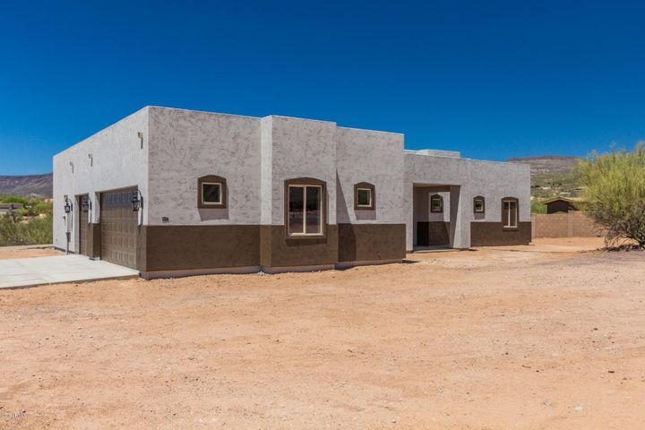 1724 E CIRCLE MOUNTAIN Road, New River, AZ 85087