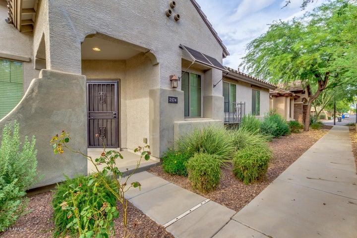 2574 S PORTLAND Avenue, Gilbert, AZ 85295