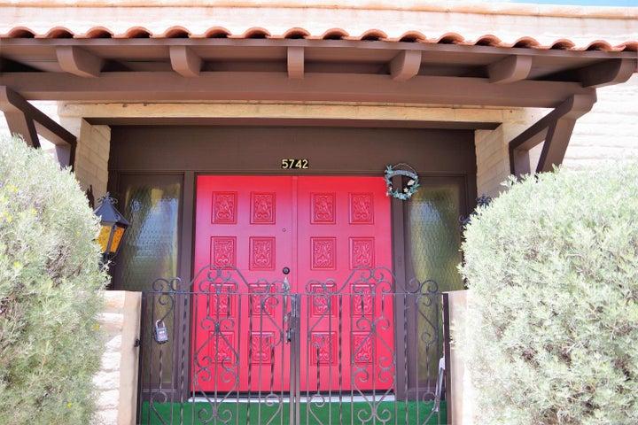 5742 W FRIER Drive, Glendale, AZ 85301