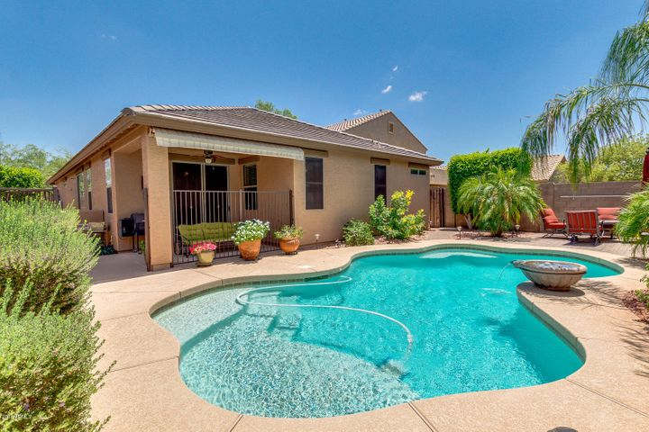 Professionally Landscaped, Automated Roll Out Shade Cover, Fenced Saltwater Pool!!