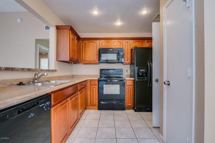 3125 E TOPEKA Drive, Phoenix, AZ 85050
