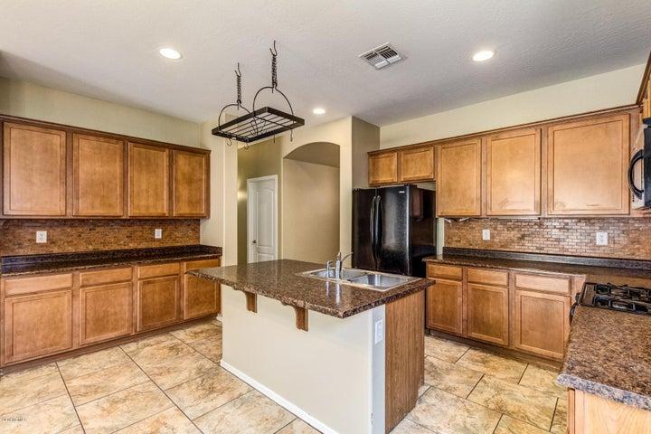 17952 W SUNNYSLOPE Lane, Waddell, AZ 85355