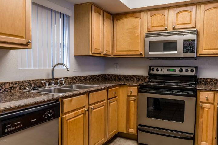 3420 W DANBURY Drive, C113, Phoenix, AZ 85053