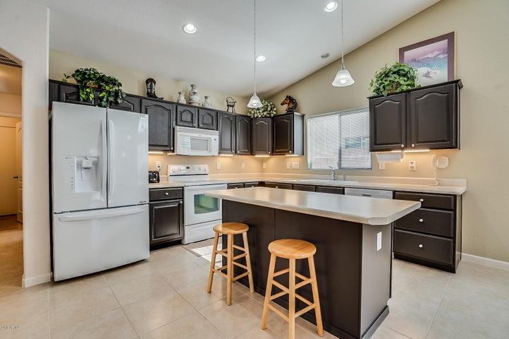 707 E MADDISON Street, San Tan Valley, AZ 85140