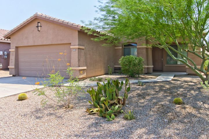 Well maintained 3 bedroom 2 bath home in Estrella