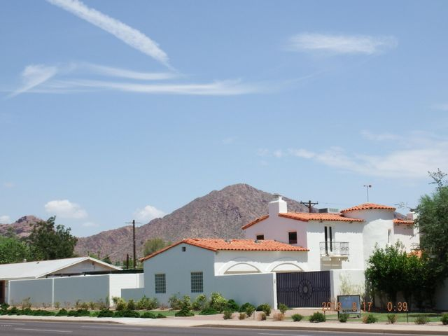 YES that's CAMELBACK MOUNTAIN !