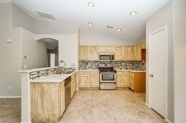 2609 E BEVERLY Road, Phoenix, AZ 85042