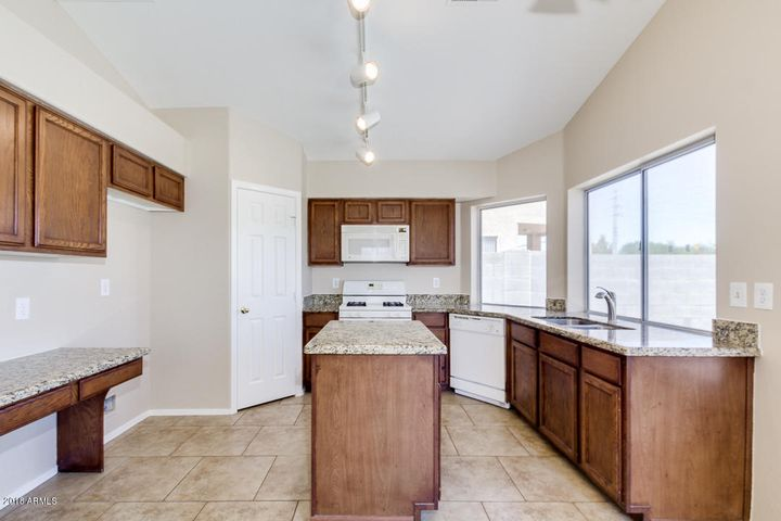 371 S WILLIAMS Place, Chandler, AZ 85225