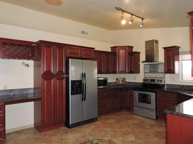 8509 W GROVERS Avenue, Peoria, AZ 85382