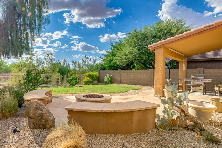 Outdoor Gas Fire-pit with seating area!