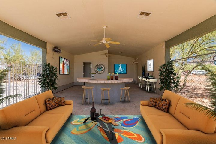OUTDOOR ENTERTAINING IN YOUR HUGE CABANA