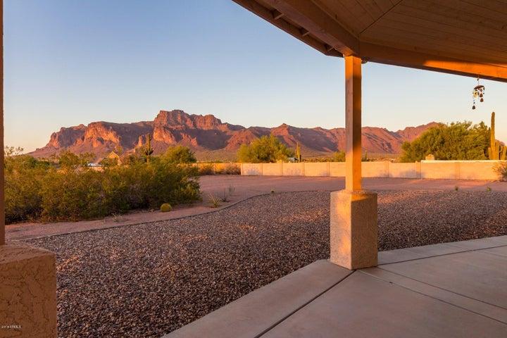 5076 E 18TH Avenue, Apache Junction, AZ 85119