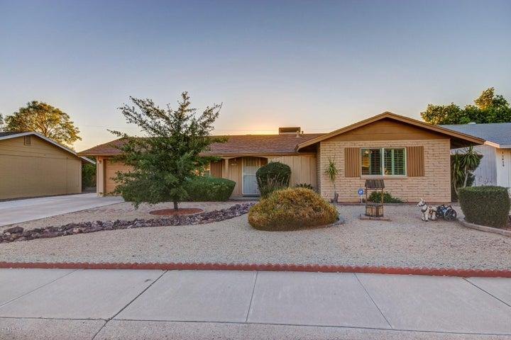 11420 N COGGINS Drive, Sun City, AZ 85351