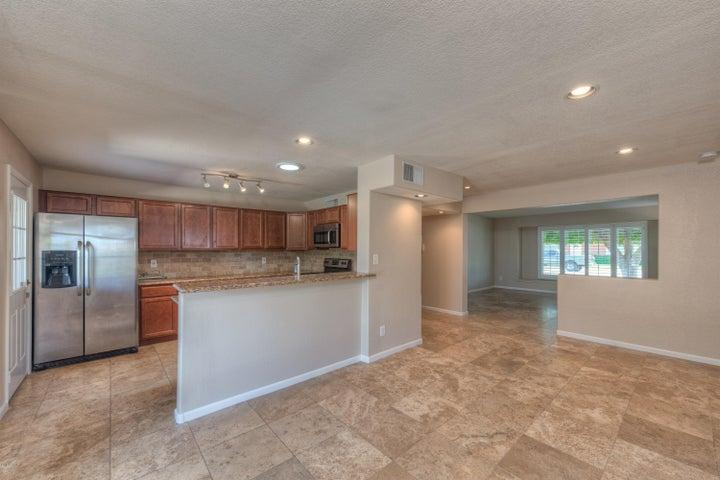 8208 E Weldon Avenue, Scottsdale, AZ 85251