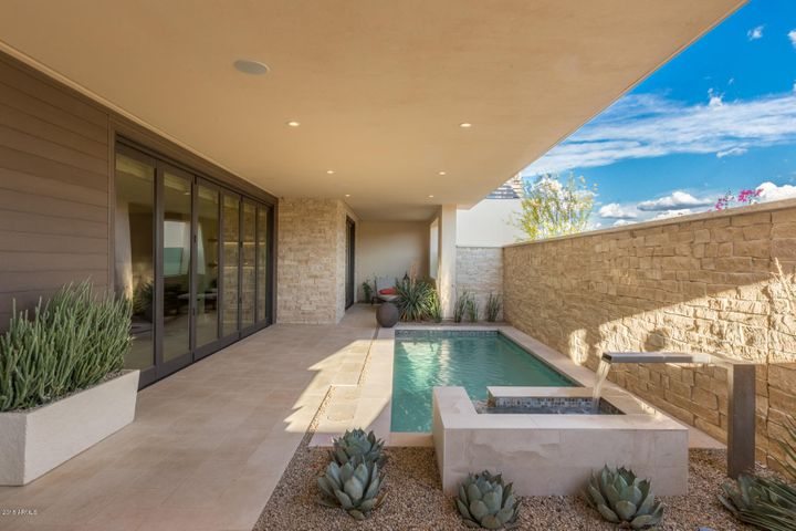 5587 E EDWARD Lane E, Paradise Valley, AZ 85253