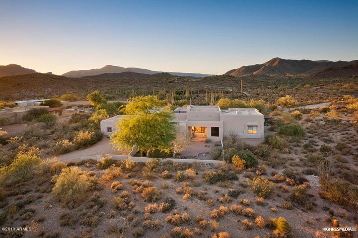 Very private location with sweeping mountain views!