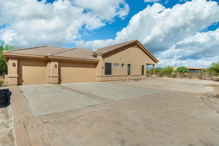 44628 N 12TH Street, New River, AZ 85087