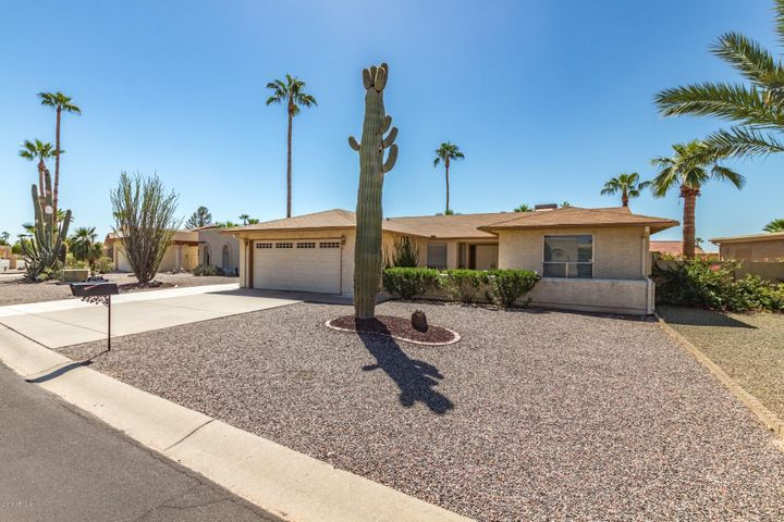 Your new Sun Lakes home! Great as-is or make your changes as you want.