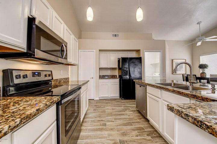5461 W SARAGOSA Street, Chandler, AZ 85226